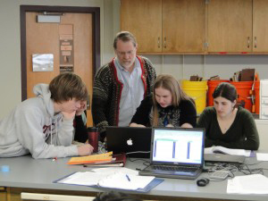 Will Ambrose working with students in Bio 270 lab.
