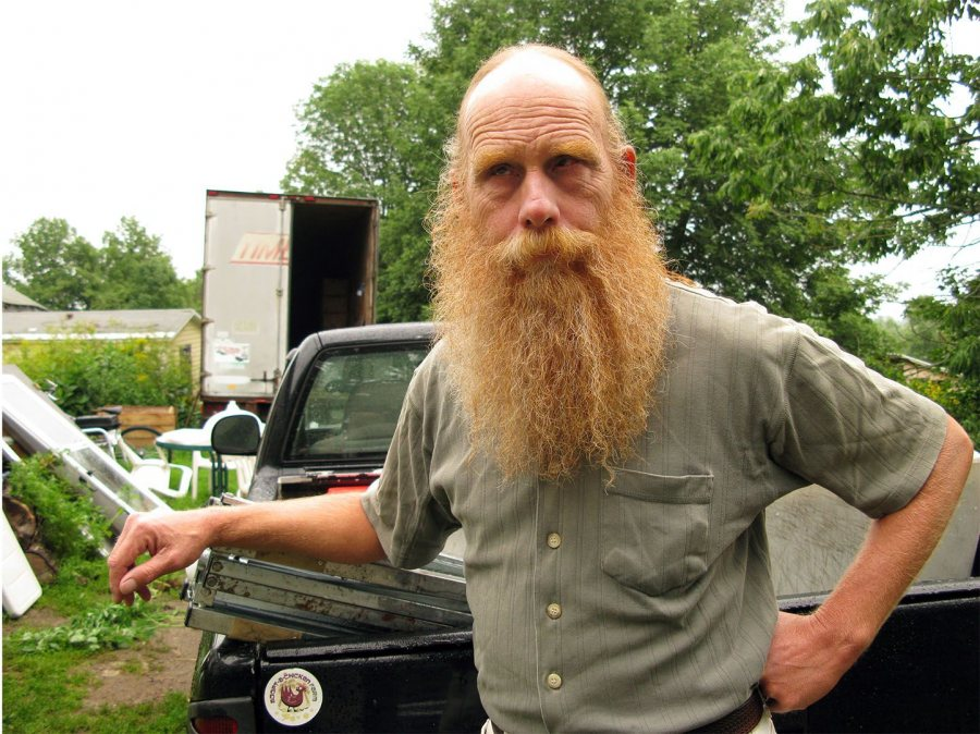 Steve Hoad '72 poses at Emma's Family Farm in Windsor in 2008. (Phyllis Graber Jensen/Bates College)