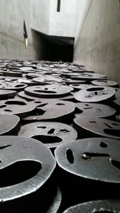 The installation Schalechet (Fallen Leaves) by Menashe Kadishman in the Jewish Museum, Berlin (Photo: Praneet Kang)