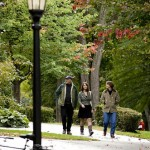 Helen Paille '09 strolls campus with parents Sally and Ken Paile '78.