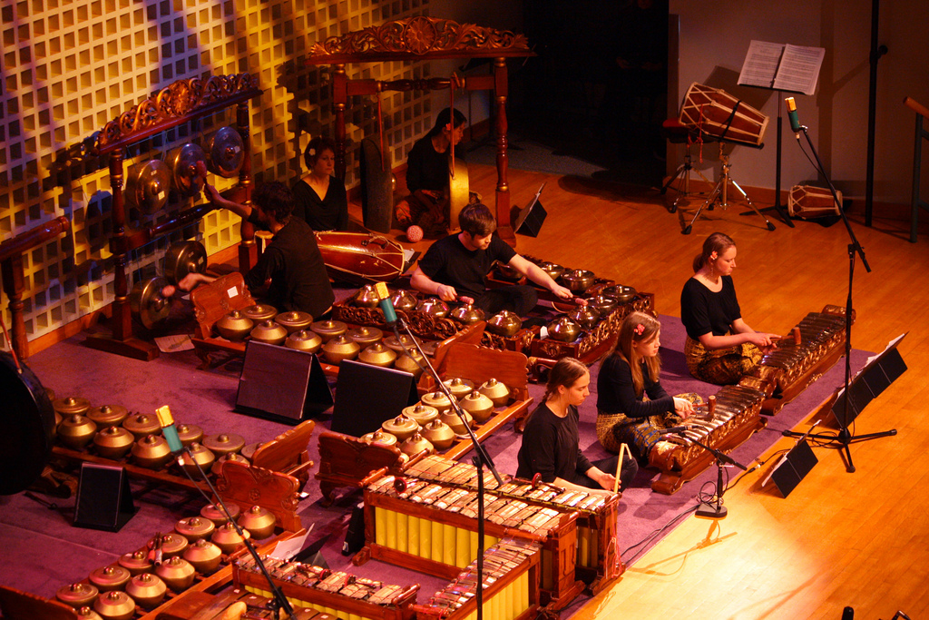 gamelan music of indonesia The boston area has not one, but three large and active gamelan ensembles: gamelan galak tika at the massachusetts institute of technology, the viewpoint composers' gamelan at harvard university, and the boston village gamelan at tufts university.