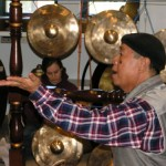 Nano S. teaching gamelan degung