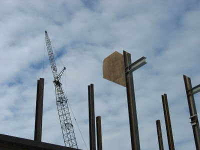 Hanging steel for the new Commons. (Doug Hubley/Bates College)