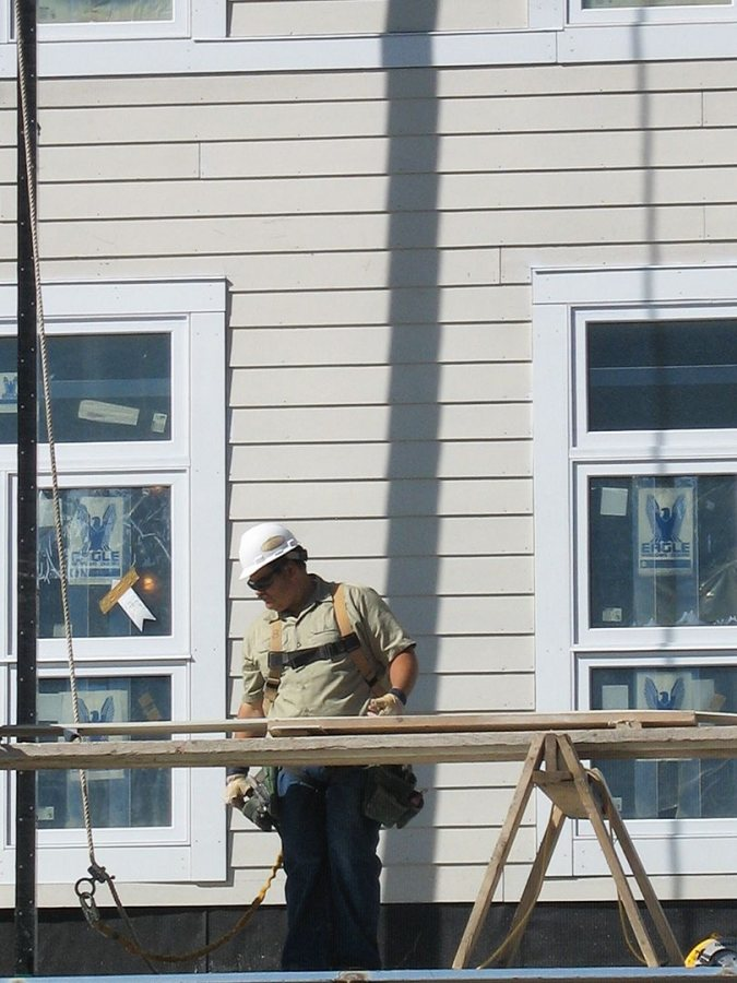 A siding installer at the new student housing. (Doug Hubley/Bates College)