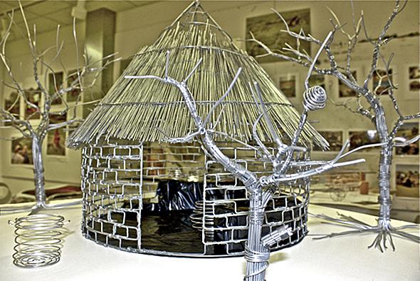 clyde-bango-imba-yeuswa-straw-thatched-house-2011-galva-web