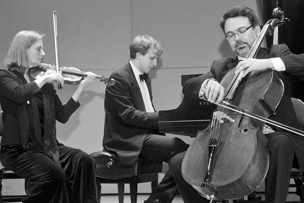 The Capital Trio consists of Hilary Cumming, Duncan Cumming '93 and Şölen Dikener.