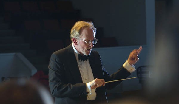 John Corrie conducts the Bates College Choir.
