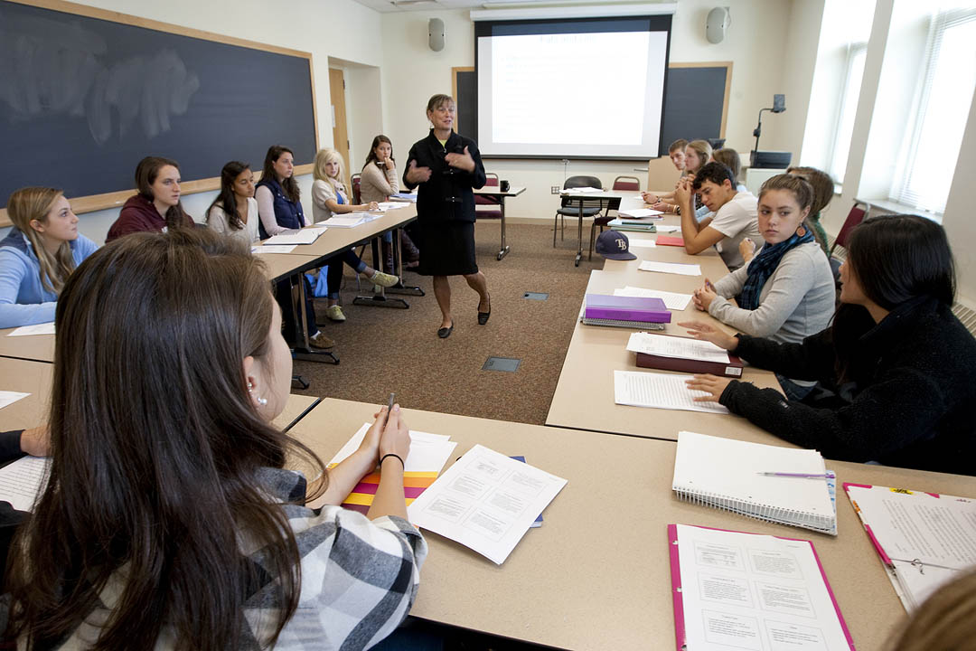 "Professor of Psychology Kathy Low leads a discussion in her first-year seminar ""Corporal Culture: Body and Health in America."" The course addresses a variety of topics related to body and health, from body image to body dysmorphia."