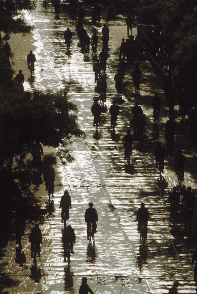 The absence of motorized vehicles on urban China streets in 1981 is striking. Photograph by Steve Stone '83.