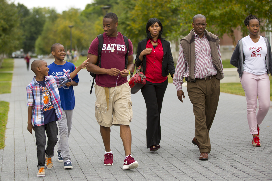 Ben Coulibaly '17 of Philadelphia arrives on campus with his family. (Phyllis Graber Jensen/Bates College)