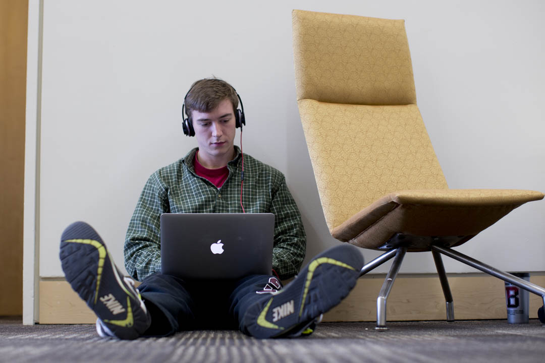 History major Andy Cannon '15, of Greenwich, Conn., works on a resume for summer internships on the second floor of New Commons. (Phyllis Graber Jensen/Bates College)