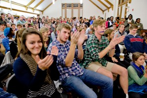 Students react during an open forum on student life held in  Memorial Commons on Oct. 21. The hour-long question and answer session drew hundreds of students. (Phyllis Graber Jensen/Bates College)