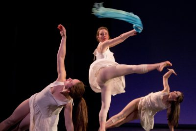 """Dancers perform """"Elephants in the Room,"""" a thesis work Anna Lanoue '15."""