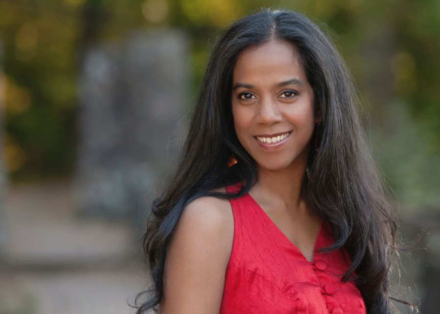 Ru Freeman '94 is a novelist and a blogger for the Huffington Post on literature and politics.