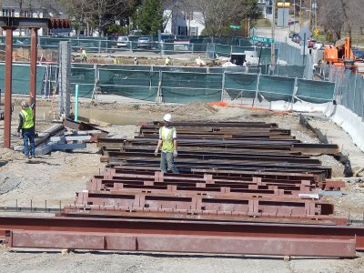 A rigger for Stellar Steel looks for the next piece of the 65 Campus Ave. metal to give to the crane on April 22, 2015. Note the markings on the components that specify where and in what order they will be placed. (Doug Hubley/Bates College)