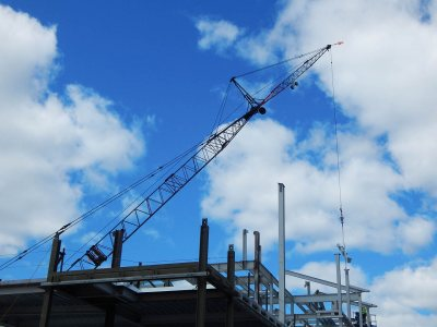 The crane lowers a piece of steel into place at 65 Campus Ave. on May 13, 2015. (Doug Hubley/Bates College)