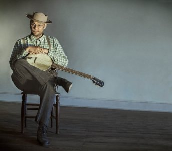Roots musician Dom Flemons opens Bates' Concerts of the Quad on July 16.