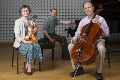 Trio les Amis: Mary Hunter, James Parakilas and Steve Witkin perform on Sept. 25. (Mike Bradley/Bates College)