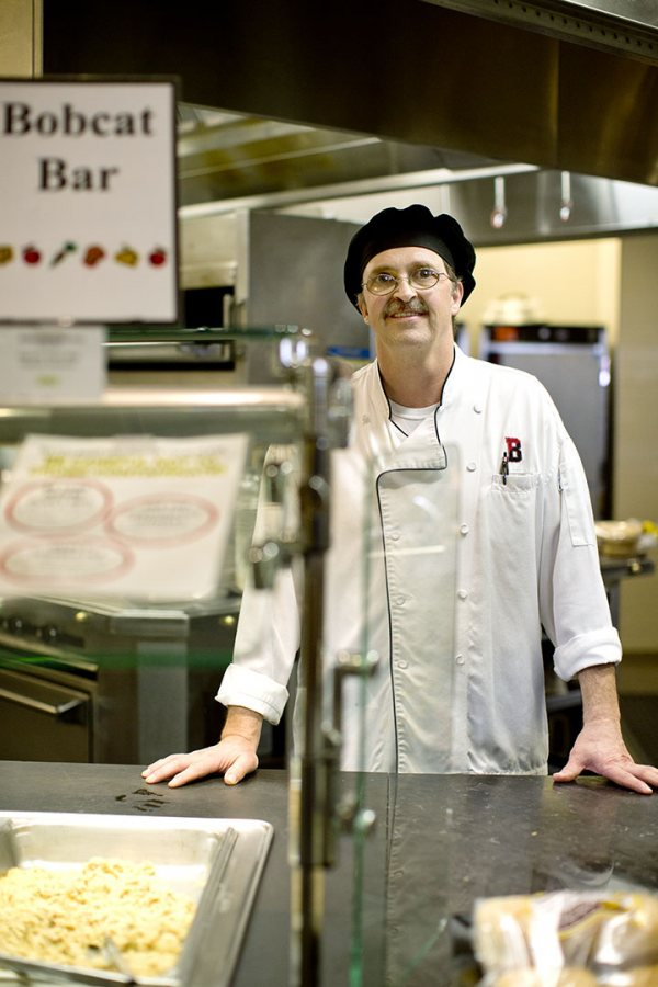 "For first cook Roland Theriault, moving from the old kitchen in Chase Hall's basement to Commons means that ""we're on the same floor as everybody else"" — literally and figuratively. (Phyllis Graber Jensen/Bates College)"