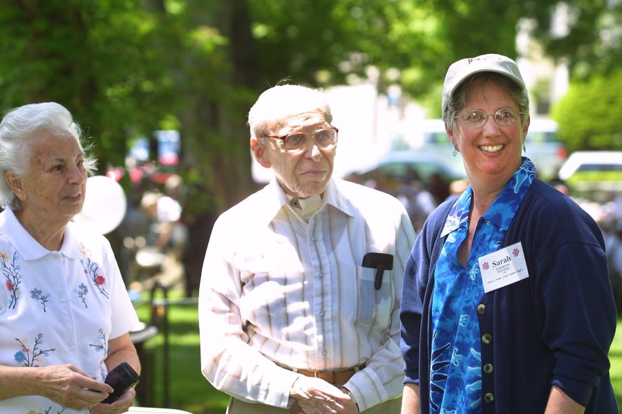 At Reunion 2002, Sarah Potter '77 talks with Ernest Muller, professor emeritus of history, and his wife, Peg. (Phyllis Graber Jensen/Bates College)