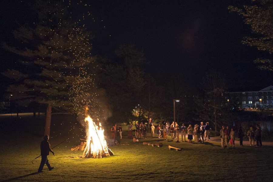 web-150612_Reunion_Bonfire_0030
