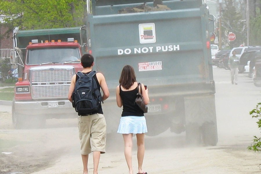 Dusty old dust: Heavy equipment raises clouds on campus. (Doug Hubley/Bates College)