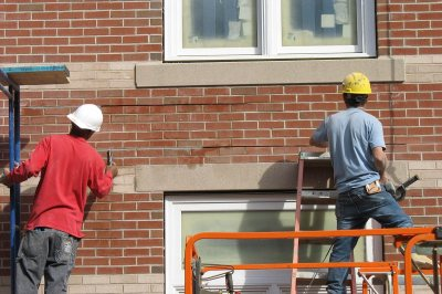 Bricklayers. (Doug Hubley/Bates College)