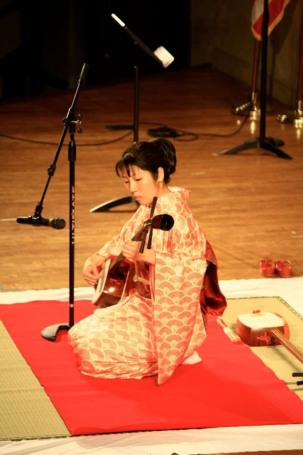 Yuko Eguchi '03 visits Bates to present Japanese music, dance and the traditional tea ceremony.