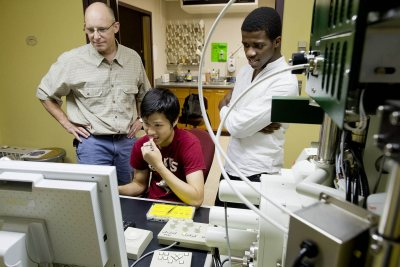 Bates summer student researchers Jia Ahn-Pan '16 of Kuching, Malaysia (seated) and Akachukwu Obi '15 (right) of Nnewi, Nigeria, work under the guidance of Associate Professor of Chemistry Matt Cote in August 2015. A new grant from the Sherman Fairchild Foundation will support 15 new student researchers at Bates. (Phyllis Graber Jensen/Bates College)