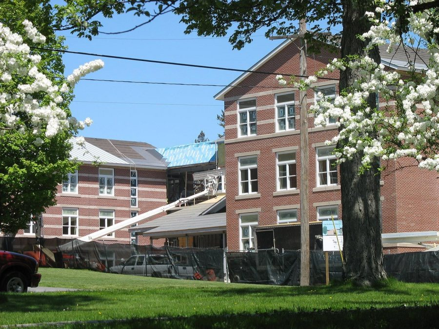 Blooms and rooms: Spring blossoms frame the student housing. (Doug Hubley/Bates College)