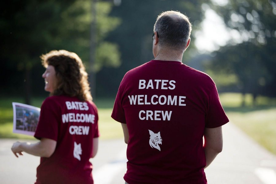 Opening Day 2015 included parents dropping off their first-year students at Commons to pick up their ID cards and keys. (Phyllis Graber Jensen/Bates College)