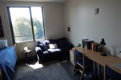 A south-facing student room in 55 Campus Ave. (Doug Hubley/Bates College)