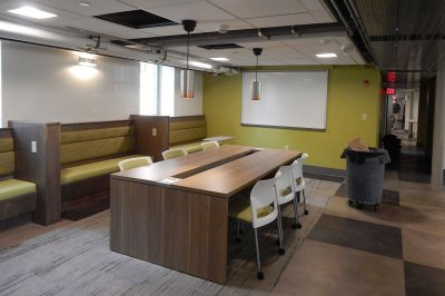 A new study lounge in the renovated basement of Smith Hall. Banquette seating is a design theme in the lounge spaces Bates has created this year. (Doug Hubley/Bates College)