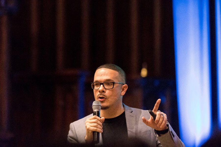 Black Lives Matter activist and New York Daily News justice writer Shaun King delivers remarks on racism and police brutality at Gomes Chapel on Oct. 11, 2016. (Josh Kuckens/Bates College)