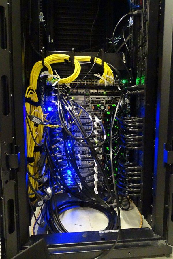 web-161004_high_performance_computing_cluster_9196