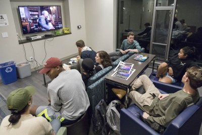 Students in a Chu Hall lounge gather to watch a movie. (Josh Kuckens/Bates College)