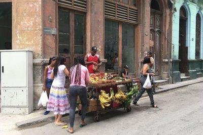 A street vendor in Havana. (Hiroya Miura)