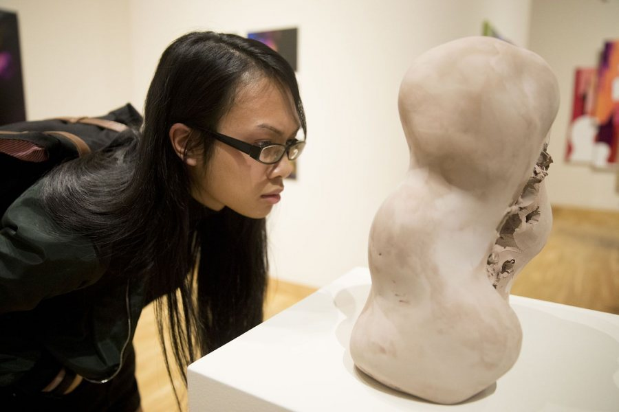 Cash Hadean '18 of New Orleans inspects an earther ware sculpture. (Phyllis Graber Jensen)