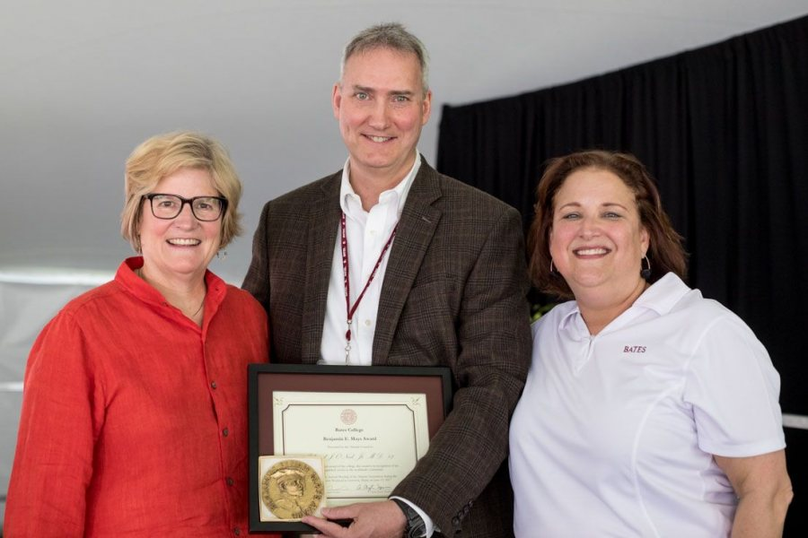 Ed O'Neill '82 poses with President Clayton Spencer (left) and Alumni Association President Lisa Romeo '88 at the Annual Gathering of the Alumni Association during Reunion on June 10. (Rene Roy for Bates College)