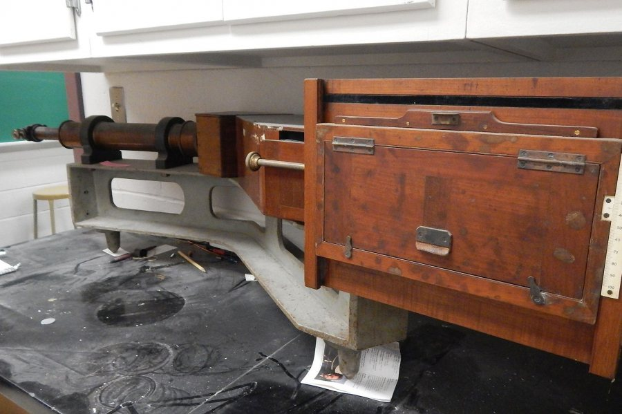 A wooden spectrometer in a storeroom adjacent to Carnegie 339. (Doug Hubley/Bates College)