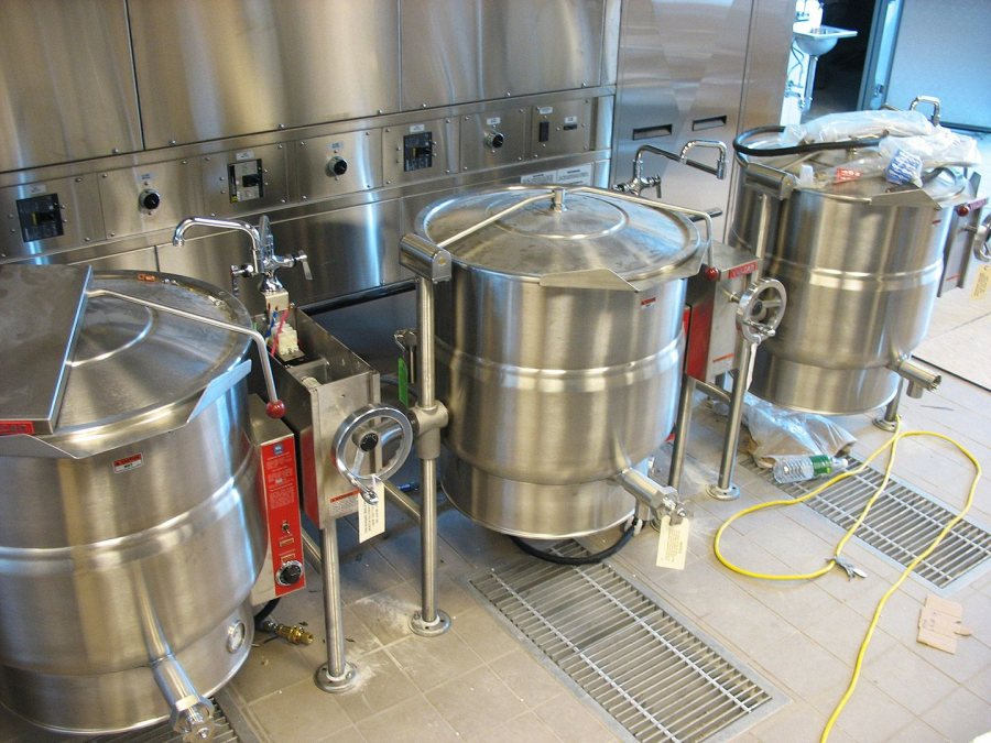 New tip kettles in Commons. (Doug Hubley/Bates College)