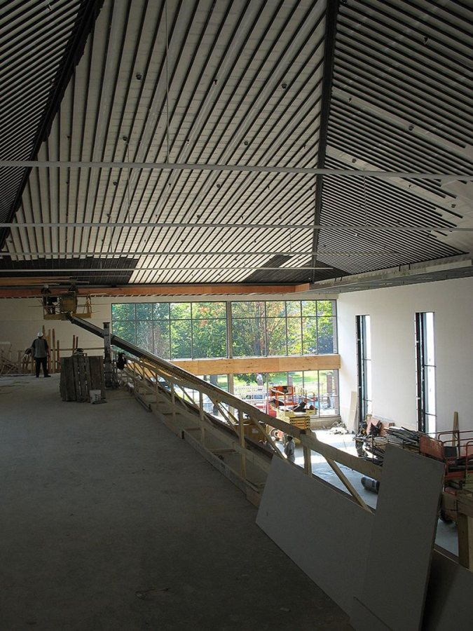 The dining hall ceiling still awaits its recycled-wood veneer. (Doug Hubley/Bates College)