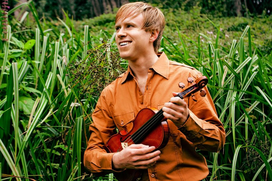 A fiddler/violinist known for his versatility, Jeremy Kittel performs at Bates on Sept. XX