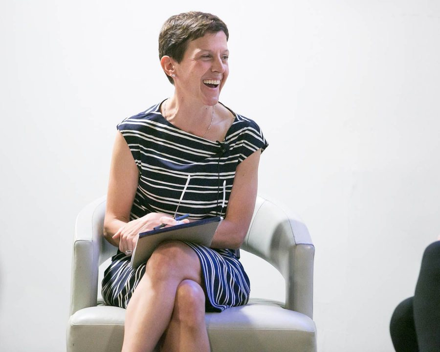 "Jennifer Guckel Porter '88 moderates a discussion during a Boston Bates Business Network discussion on ""Women in Leadership"" event on Sept. 28. (Paige Brown '96 for Bates College)"