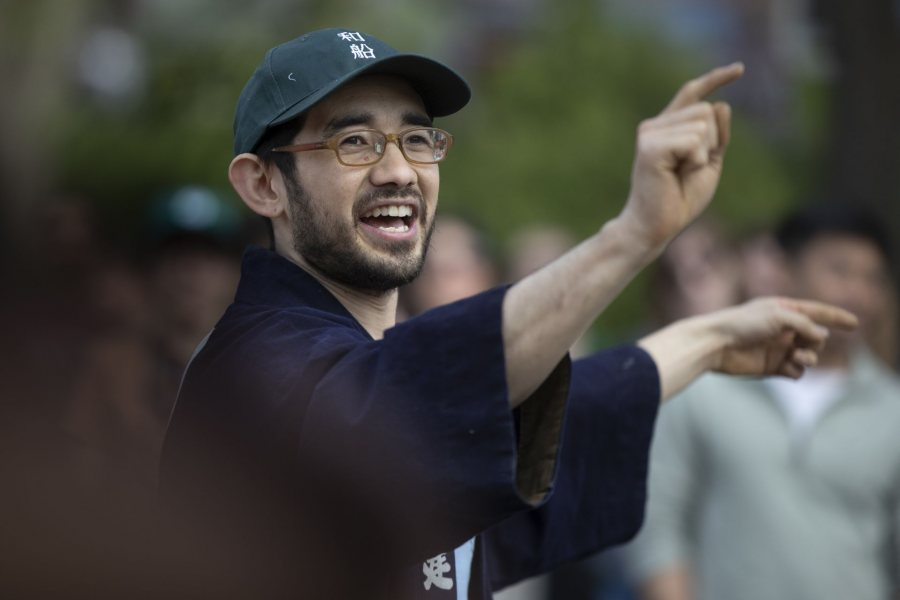 "En Sawyer Lee leads the ""Yoisa"" chant. (Phyllis Graber Jensen/Bates College)"