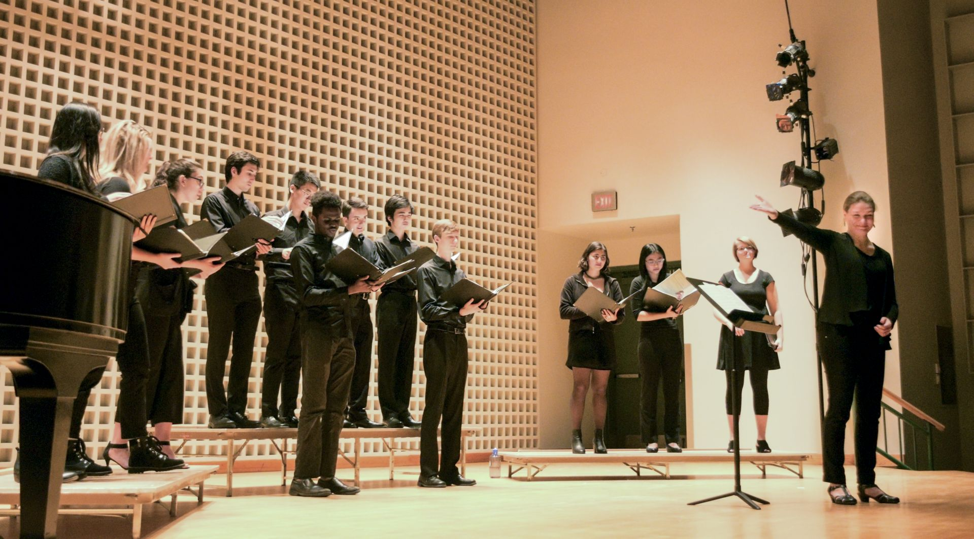 Joelle Morris, at right, and the college choir during their Nov. 17 autumn performance. (Layla Dozier '21 for Bates College)