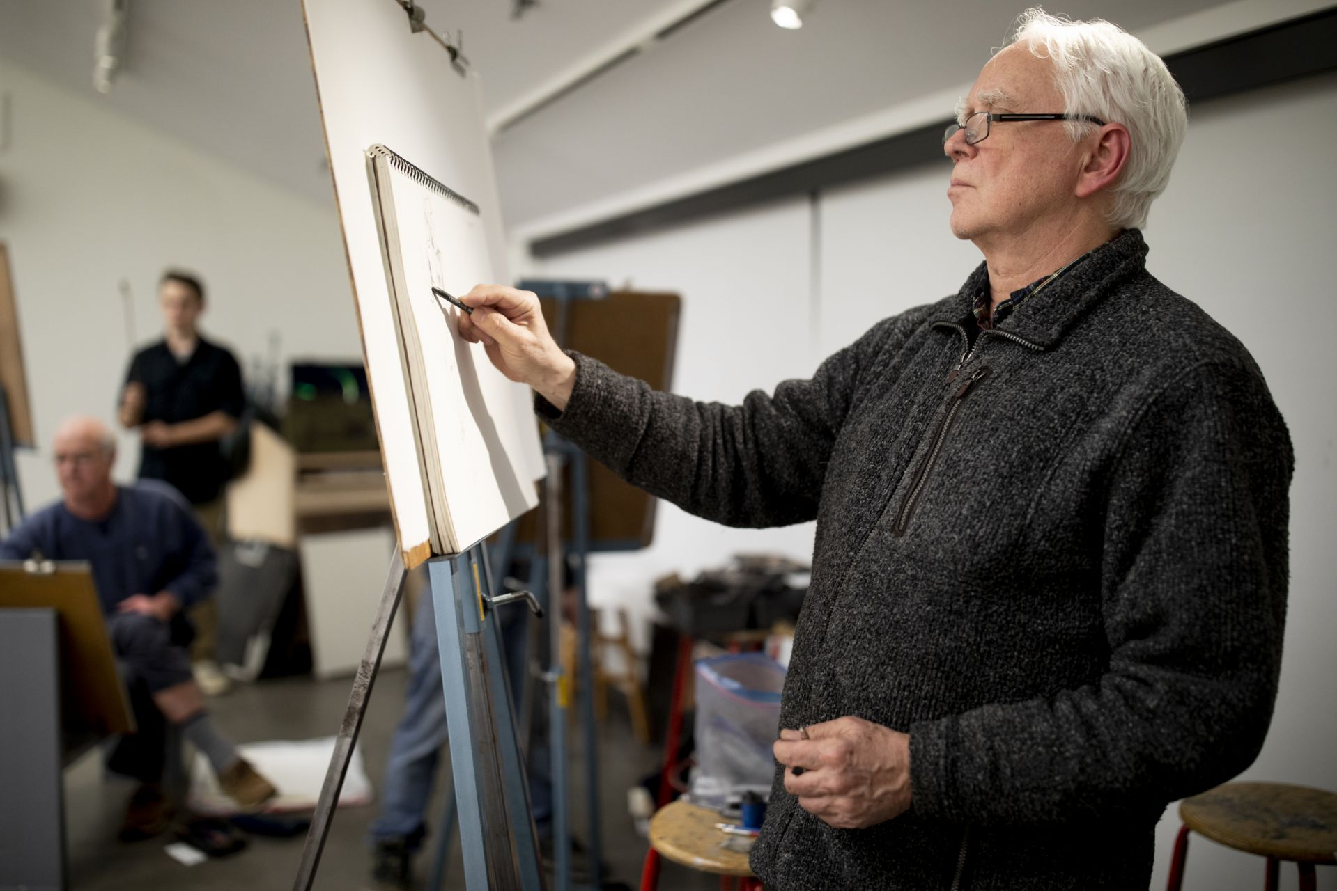 Olin Arts Center Community members, students, and staff attend a life drawing class. Landscape artist Joel Babb.