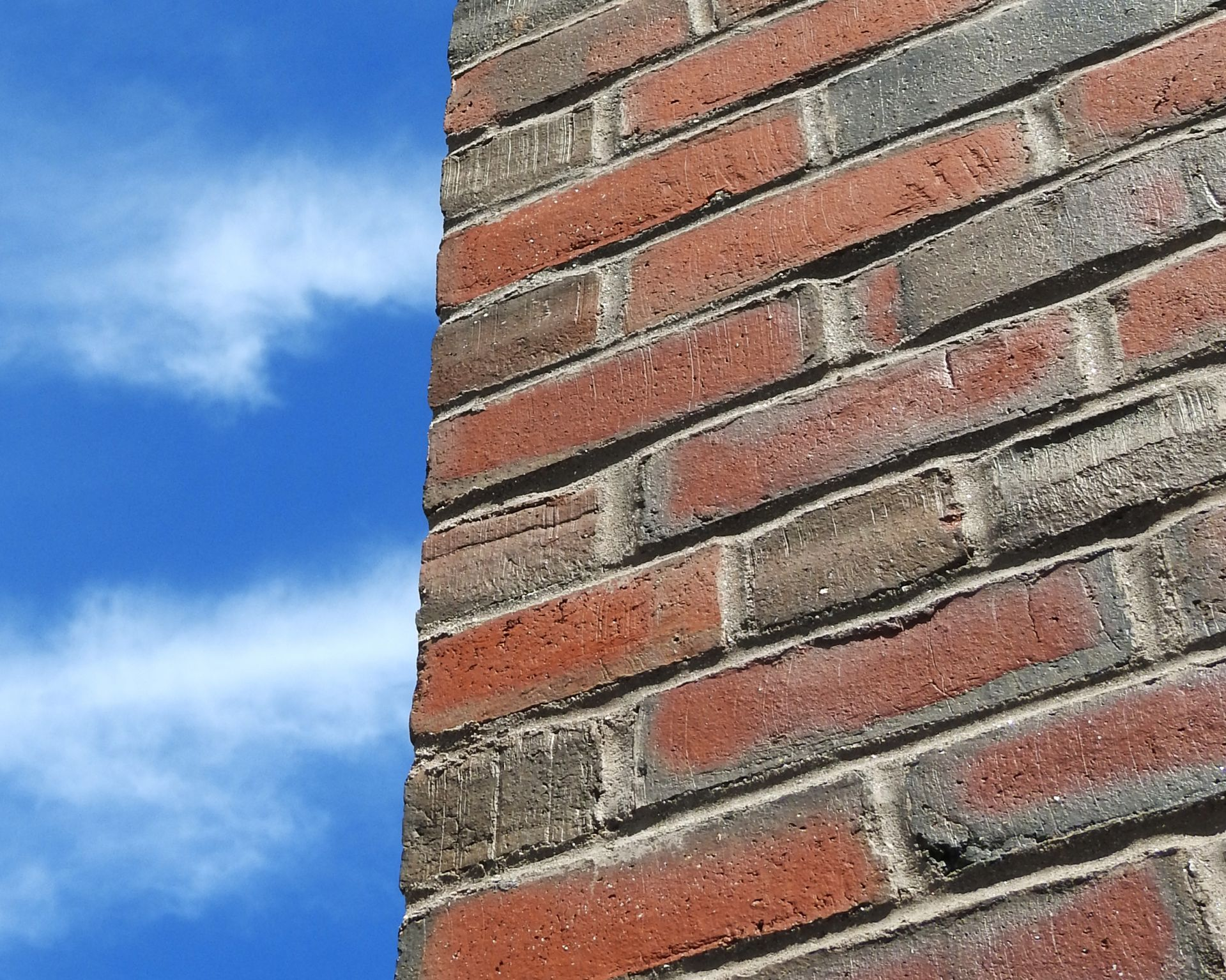 """Commons is one of manyBates buildings cloaked inwaterstruck bricks sourcedfrom local clay. """"No twowaterstruck brick areexactly alike,"""" says JasonLachance of Morin BrickCo. of Auburn. (Brickprofessionals don'tpluralize with an """"s."""") (Jay Burns/Bates College)"""