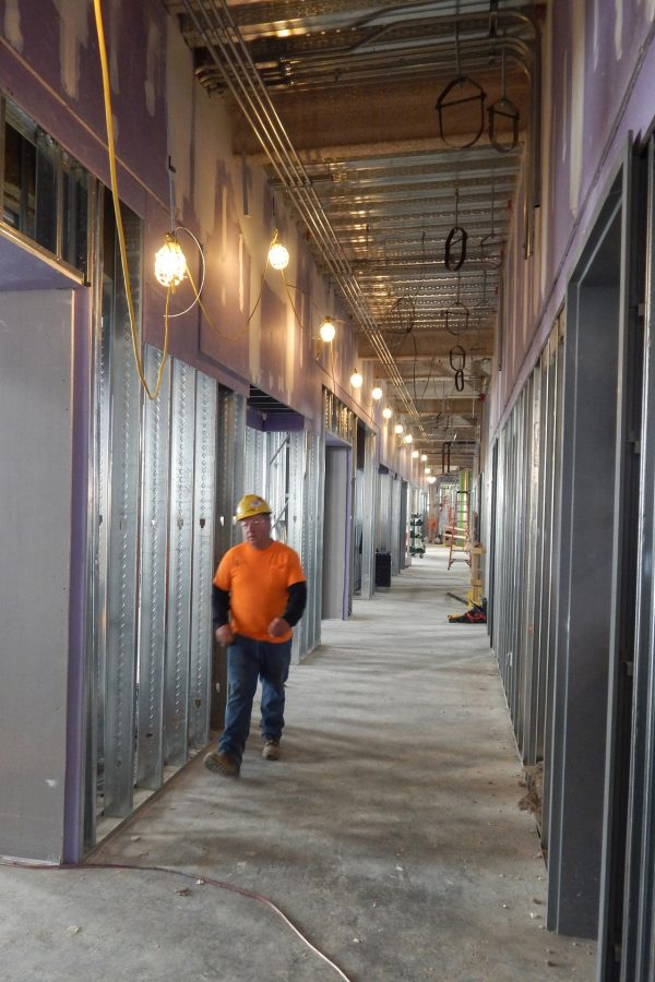 The first floor of the Bonney Science Center seen from the Nichols Street end of the main corridor. (Doug Hubley/Bates College)