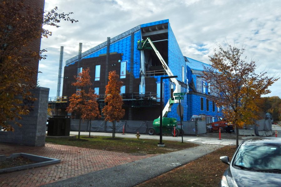 The east face of the Bonney Science Center seen from Campus Ave. on Oct. 22. (Doug Hubley/Bates College)